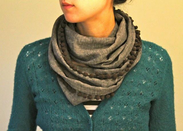 another cute infinity scarf!: Diy'S, Pompom, Infinity Scarfs, Simple, Diy Clothing, Scarves, Bobble Scarfs, Crowns Hill, Pom Pom
