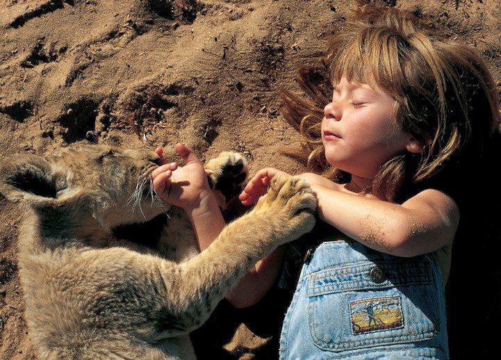 'La verdadera Mowgli': Increíbles fotos de una niña que se crió en la selva africana - RT