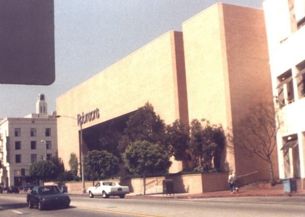 ROBINSONS - SANTA MONICA (#19), 103 Santa Monica Place, Santa Monica, CA (1981-2006, SF: 137,000).  In 1993, this store became Robinsons-May.  Closed in 2006; reopened in 2010 as Nordstrom as part of complete renovation of Santa Monica Place mall.