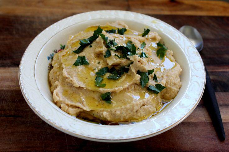 Garlic and herb hummus