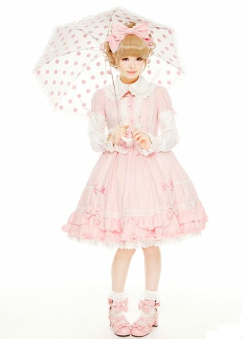 Kyary Pamyu Pamyu dressed in sweet lolita.
