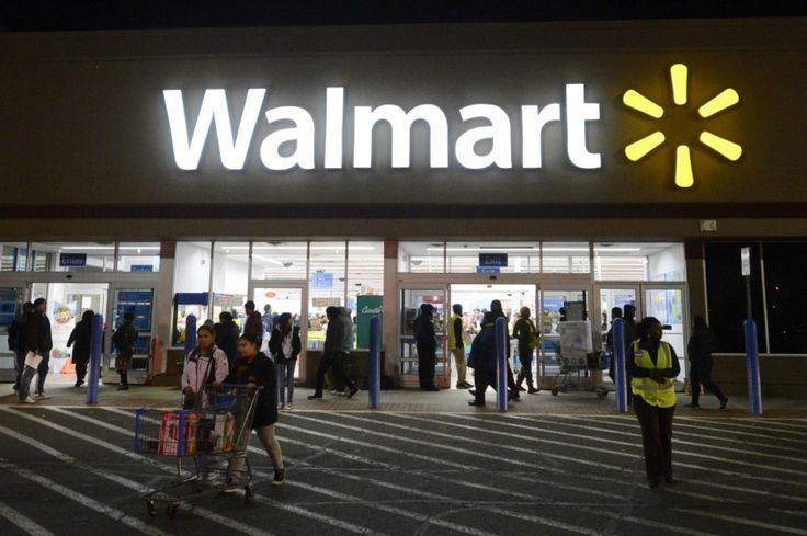 Walmart's online shopping strategy is starting to pay off    Image Source: https://img.washingtonpost.com/wp-apps/imrs.php?src=https://img.washingtonpost.com/rf/image_908w/2010-2019/WashingtonPost/2016/01/19/Local/Images/05104062.jpg&w=1484