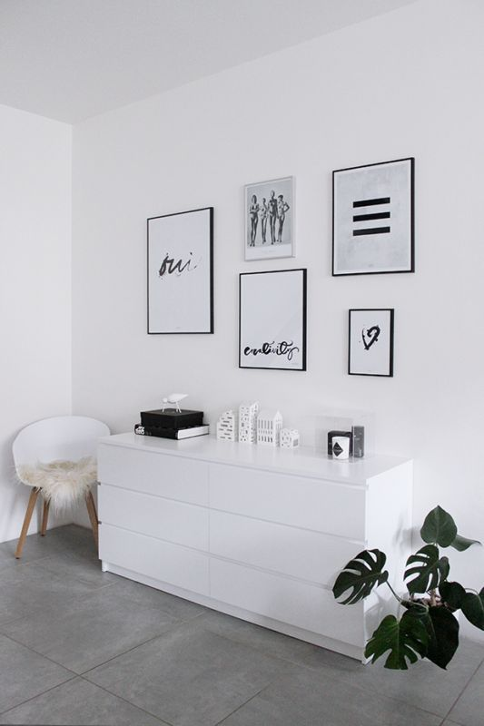 The gallery wall is the new cool arrangement for your bedroom and is the best one because you can't ever get tired of it. And why is that, you ask…well, it's simple! You can change the pictures as oft