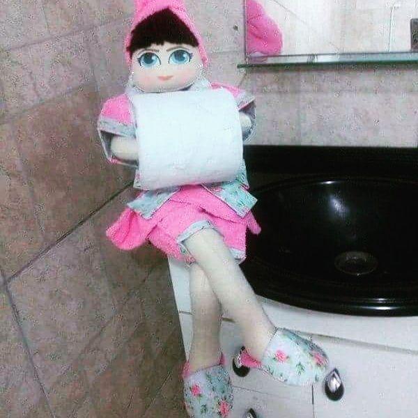 Boneca porta papel higienico , em feltro tecido roupao atoalhado , Aceitamos encomendas. https://www.facebook.com/ateliepontinhosdemelcomamor/