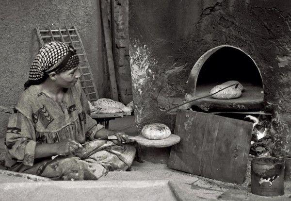 'Baladi bread, Cairo Street, Leica M6 35mn Tri X', Antonio Sanchez-Barriga #bread #Caiso #Egypt #baladibread