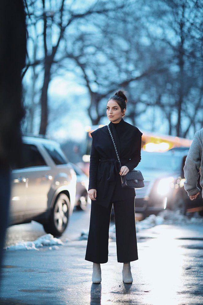 Look de inverno de Bruna Unzueta: calça cropped com uma blusa no estilo kimono, resultando na produção super diferente e mega fashionista