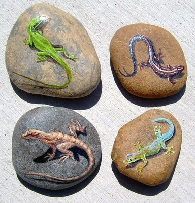 Love the shadows on these painted rocks  ************************************************ (repin) - #stone #painted #lizard