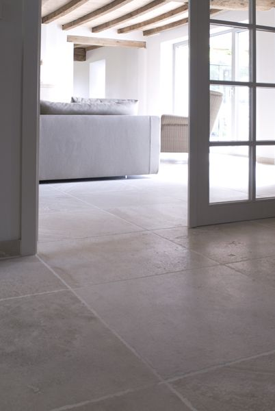 326 best images about vloeren on pinterest villas limestone flooring and hallways - Tegels taupe ...