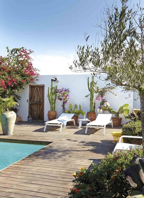 Poolside Spaces / Cacti Walls