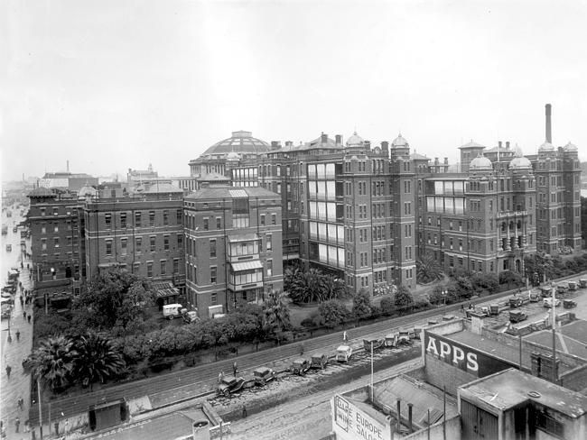 1938: Queen Victoria Hospital in Lonsdale St. Picture: ARGUS/ Herald Sun Image Library