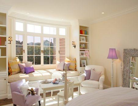Dormitorios decorados con asientos bajo la ventana para for Cuartos para ninas decorados