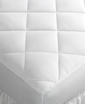 Drift off to sleep surrounded by the comfort of lofty, diamond-stitch quilting with this soothing Home Design mattress pad. Designed to protect your mattress while offering an extra layer of plush sof
