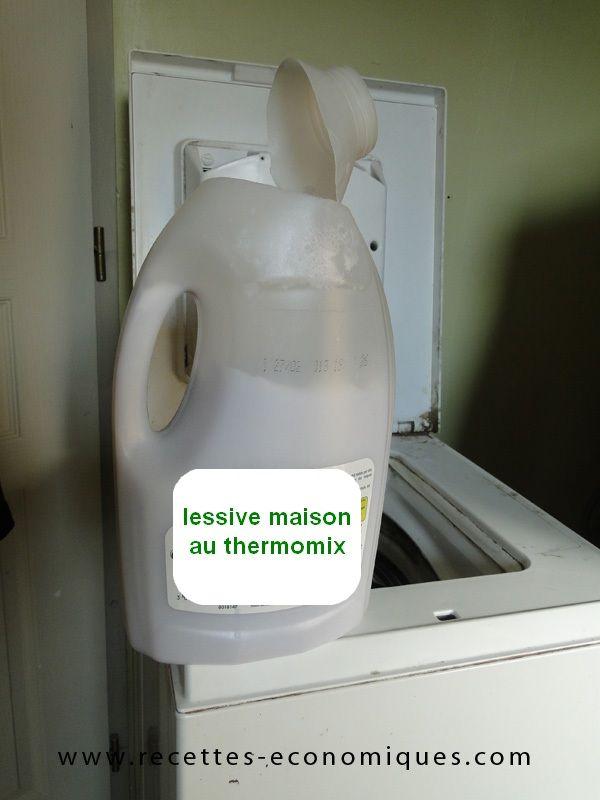 Voici une recette économique et pratique pour faire soi même sa lessive avec le thermomix. Il faut du savon, des cristaux de soude et de l'eau, très facile.