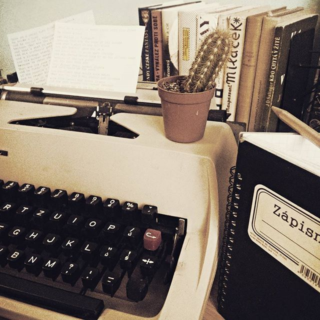 Sunday afternoon ❤ #literature #theperksofbeingawallflower #notebook #pencil #zachytsvujnapad #zapisnik #typewriter #paper #books #kaktus #inspiration #poem #sunday #afternoon #stephenchobsky #fictionworld