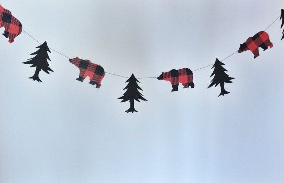 BEAR AND TREE GARLAND LUMBERJACK THEME<< Celebrating the outdoorsman in your life? This buffalo plaid garland is perfect for a lumberjack or camping themed birthday party, baby shower, or boys room decor! >>DETAILS: Your choice of a 6ft long or 10ft long Garland! Black heavy card stock trees Red Buffalo plaid heavy card stock bears Machine sewn with coordinating thread. LUMBERJACK PARTY SET SOLD HERE (Includes this Garland and more!): https://www.etsy.com/listing/455500630/lumberjack...