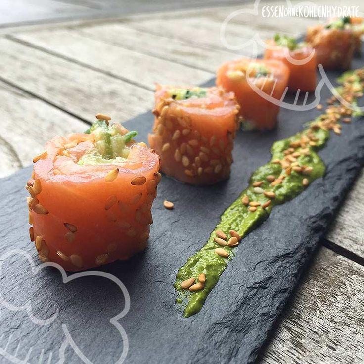 Low Carb Rezept für leckeres Low-Carb Lachs-Sushi. Wenig Kohlenhydrate und einfach zum Nachkochen. Super für Diät/zum Abnehmen.