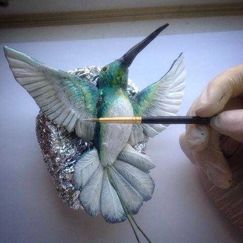 Покраска птички из мастики пищевыми красителями.Птичка будет украшать верх торта. Кондитером так кондитером! #мастика#мастикаторт #фигуркиизмастики #цветы#творчество #art#кондитер#художник#птица#лепка#скульптор#тортыназаказ