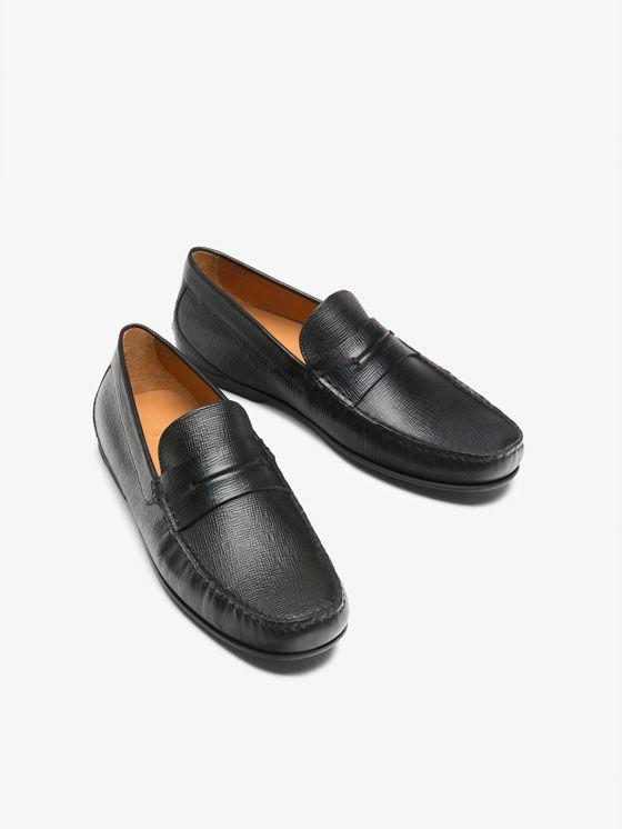 4bbadd4725 MOCASÍN PIEL GRABADO NEGRO de REBAJAS - Zapatos de Massimo Dutti de ...