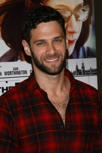 Justin Bartha even hotter with the beard!!