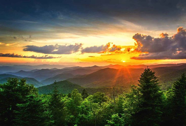 Alpine Mountain offers rental Cabins, Chalets, Condos and Townhouses in Pigeon Forge and Gatlinburg TN.