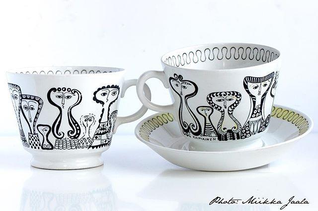 I'm delighted about getting these rare Arabia Finland vintage cups model Ravenna (XB). Design: Birger Kaipiainen, 1950s. #vintage #vintagefinds #vintagedecor #retro #retrofinds #arabiafinland #fleamarketfinds #lovelythings #collectibles #coffee #coffeecup #vintagekitchen #madeinfinland #finnishdesign #modernism #kahvikuppi #kaffekopp #design #scandinaviandesign #birgerkaipiainen #ravenna #vintagelove