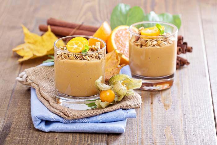 Τέλειο smoothie με κίτρινης κολοκύθας και σπιτική γκρανόλα, συνταγές για χορτοφάγους χωρίς γλουτένη