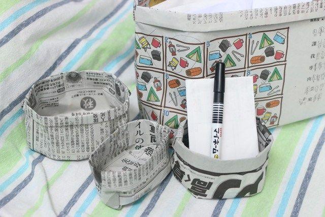 とっても便利!新聞紙で作った小さめサイズのゴミ箱です↓ 机の上に置いておけば、付箋などの出てきたゴミをポイポイっと入れて、最後はそのままクシ...