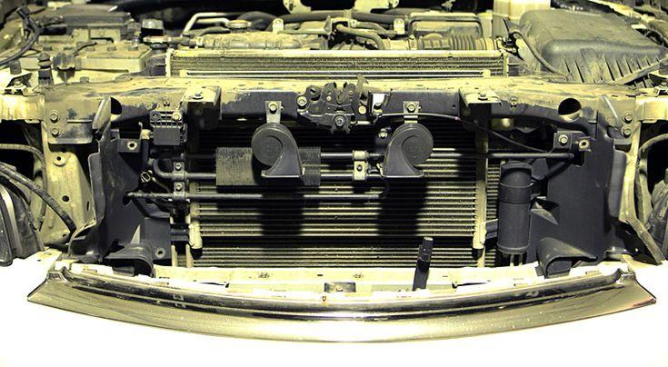 В ходе эксплуатации автомобиля в тяжелых условиях, радиаторы системы охлаждения и кондиционера забиваются грязью, что приводит к перегреву двигателя и понижению эффективности работы системы кондиционирования, но в основном из за перегрева страдает АКПП.  Исправить ситуацию поможет мероприятие по комплексной промывке радиаторов, включающие следующие работы      Снятие-установка переднего бампера     Откачка фреона из системы кондиционирования     Слив охлаждающей жидкости     Снятие…