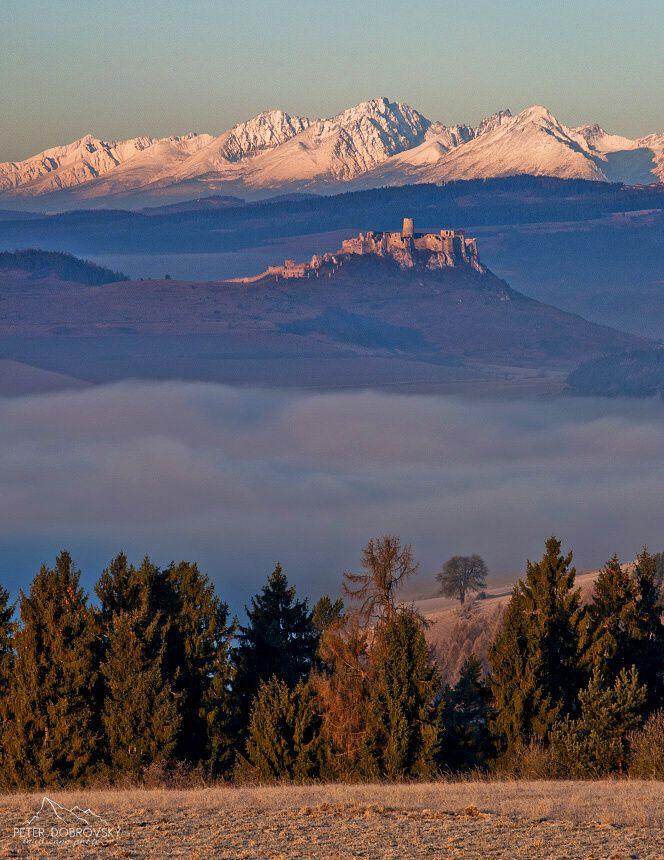 SME.sk | Fotia skvele: Horiace Tatry, Spišský hrad, mráz a mesiac v jednom