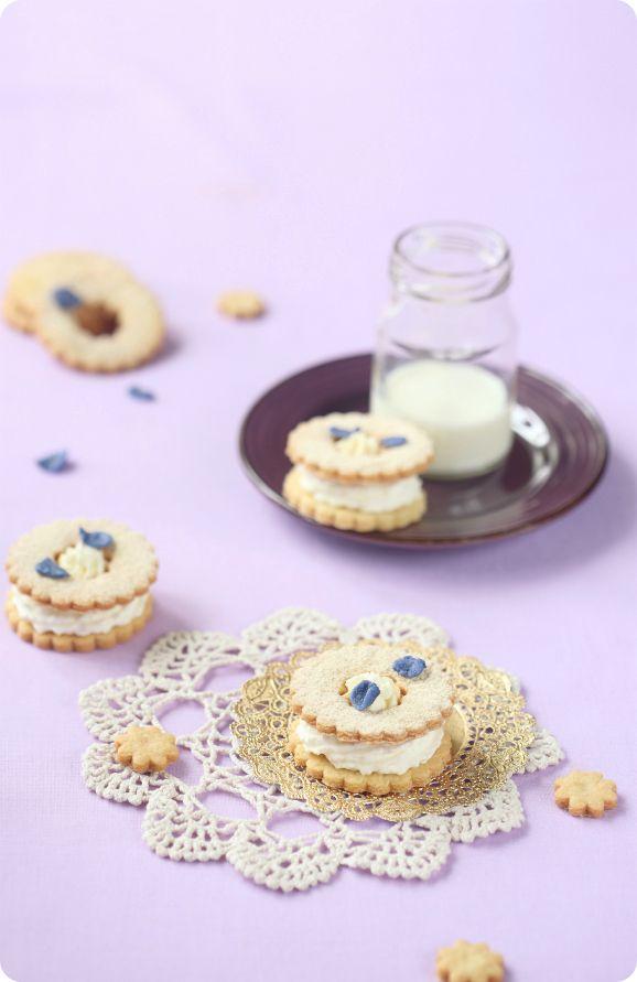Plätzchen mit violetten creme / Biscoitos com Recheio de Violeta