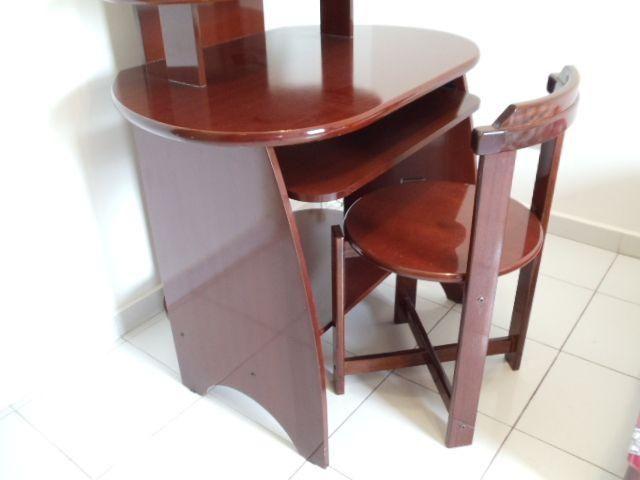 Rack Escrivaninha em Mogno com cadeira