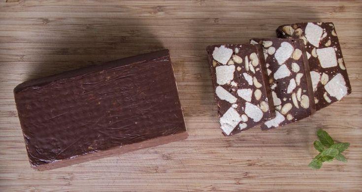 Κορμός ή αλλιώς μωσαϊκό με σοκολάτα και χαλβά. Ένα αγαπημένο μας γλυκό, νηστίσιμο και πολύ νόστιμο.