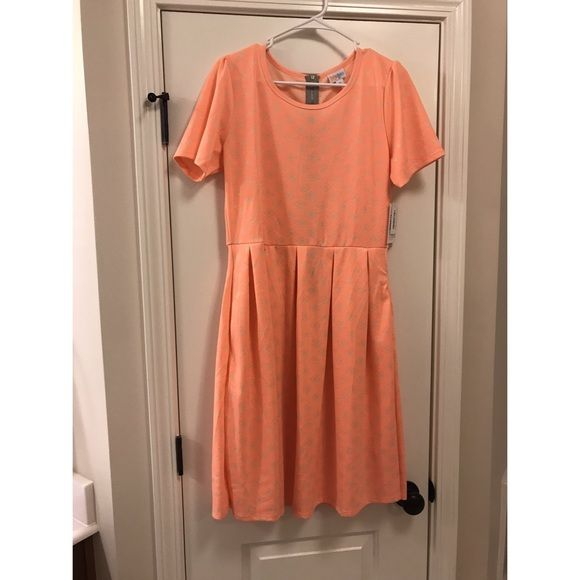Shop Women's LuLaRoe Orange Cream size XL Midi at a discounted price at Poshmark. Description: NWT- Lularoe Amelia Dress. Gorgeous color And print! This dress is flattering on everyone Plus who doesn't love a dress with pockets 😍👗🙌🏽 Coral and Cream is the colors 😍. Sold by misscarena. Fast delivery, full service customer support.