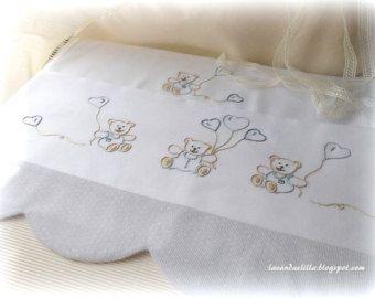 disegno schema per ricamare un lenzuolino da culla