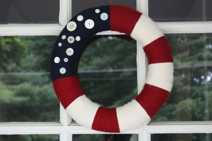 Easy peasy wreath: Cellar Doors, Ideas, July Wreaths, Fourth Of July, Patriots Wreaths, Front Doors, 4Th Of July, Buttons, Yarns Wreaths