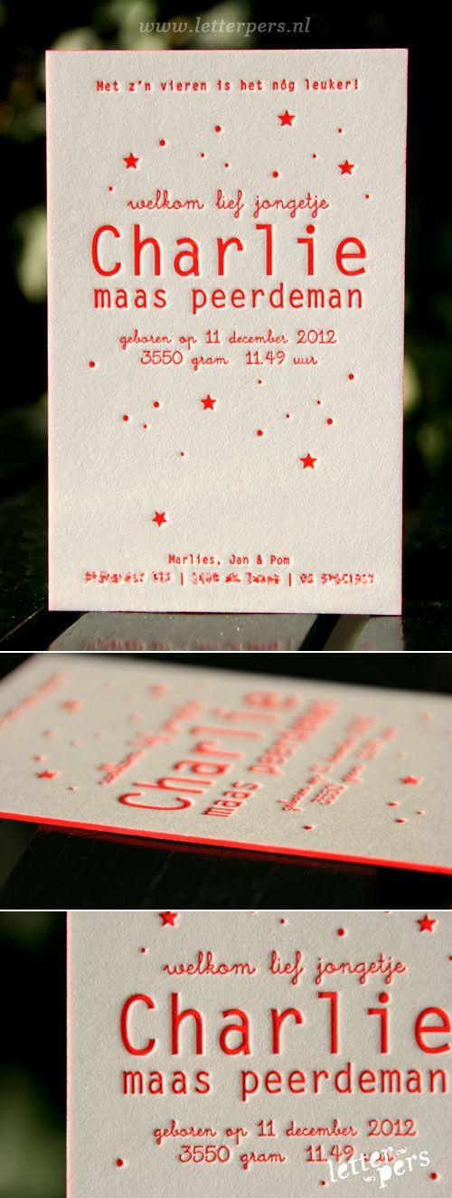 letterpers_letterpress_geboortekaartje_charlie_fluor_rood_sterren_zijkantkleur