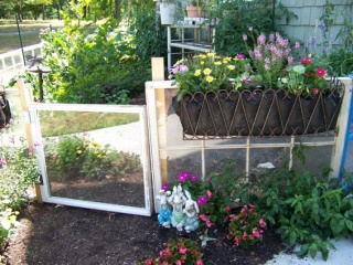 17 best images about potted and hanging vegetable garden for Hanging vegetable garden ideas
