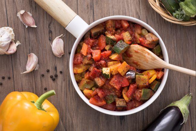 La ratatouille è una tipica preparazione francese, per la precisione di Nizza, composta da verdure, che può essere paragonata alla nostra Caponata.