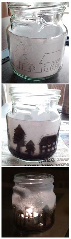 DIY Kersttheelichtje!    Wat heb je nodig?  - Een glazen bokaal  - Papier en potlood - Meetlint  - Penseel (fijn)  - Glasverf (zwart dekkend)    Eerst meet je de omtrek van je bokaal. Je tekent dit over op papier zodat je een rechthoek bekomt. Hierop teken je een kerstlandschap. Vervolgens steek je dit papier in de bokaal. Je schildert dit over met glasverf op je bokaal (best zwart). Afwerken met een sneeuwspray en een theelichtje!