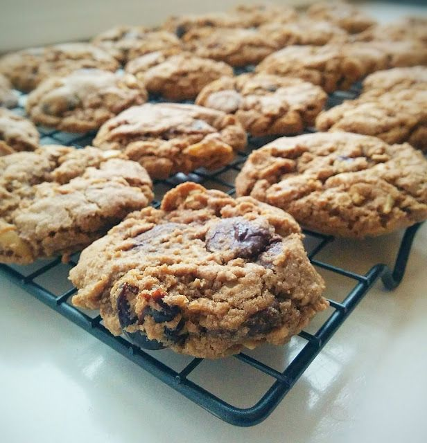 Dark Chocolate-Cherry Oatmeal Cookies for #Choctoberfest @ Savory Tart ...