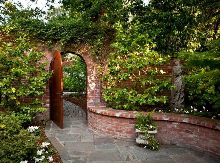 mur de soutènement en briques de jardin