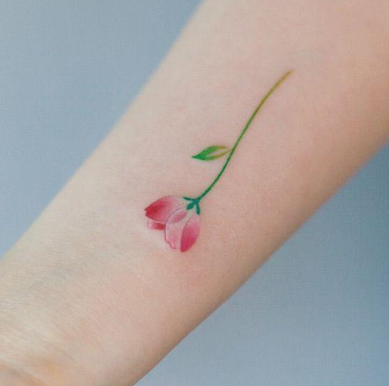 Pequeño tatuaje lindo de la flor por Graffittoo