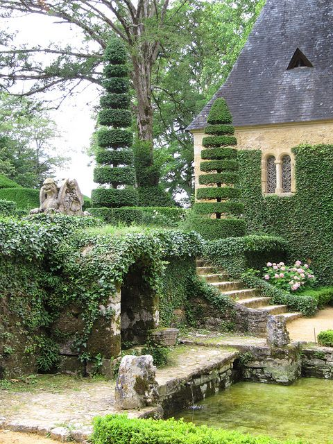 sing-a-song-o-sixpence:  20100621 Salignac-Eyvigues Dordogne - Les jardins du Manoir d'Eyrignac-16 by anhndee on Flickr.