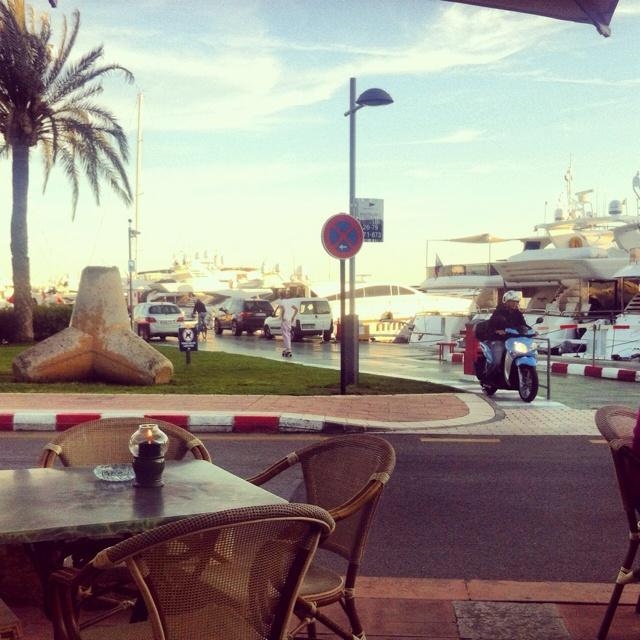 wellies restaurant. puerto portals, majorca.