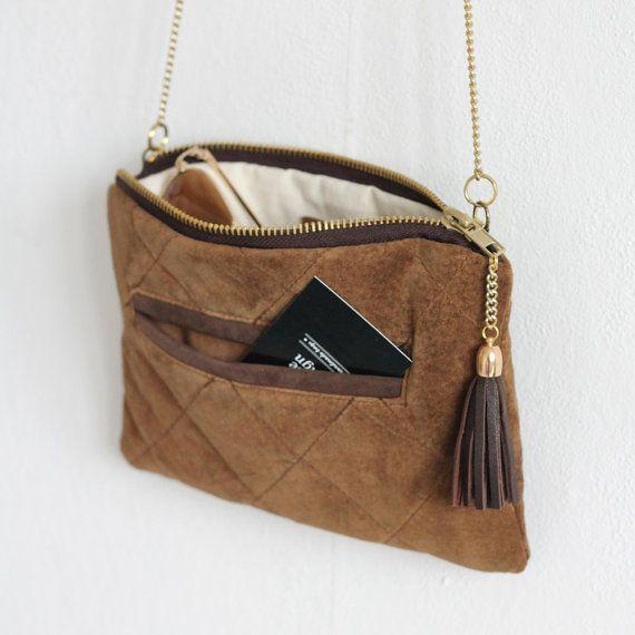 Cartera de cuero natural / marrón reasingado acolchado gamuza cuero / mini bolso de embrague / oro cadena / maquillaje bolsa