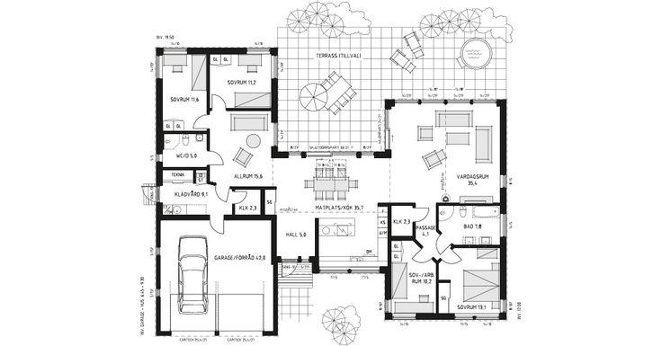 Den här villan innehåller allt du kan önska dig – fint samlat runt en innergård! Två barnsovrum ihop med ett allrum och extra sovrum (eller arbetsrum) ihop med föräldrasovrummet.