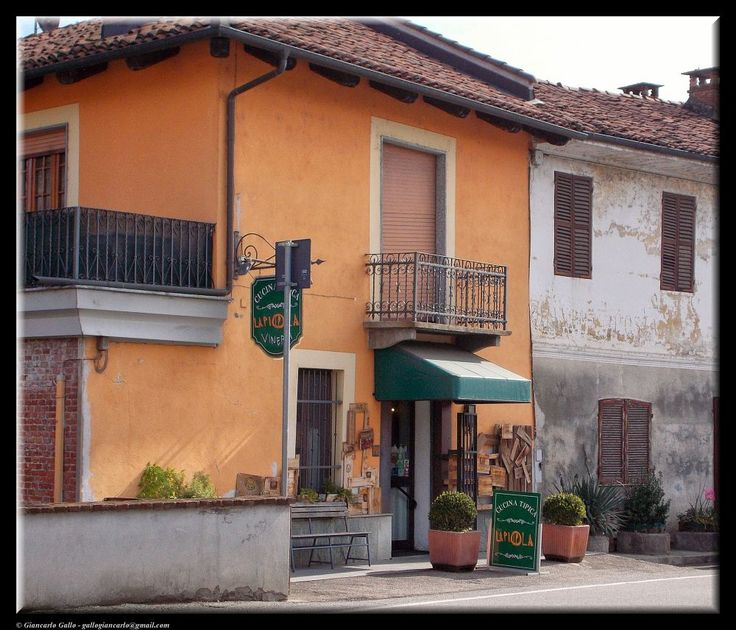 Typical restaurant by Giancarlo Gallo