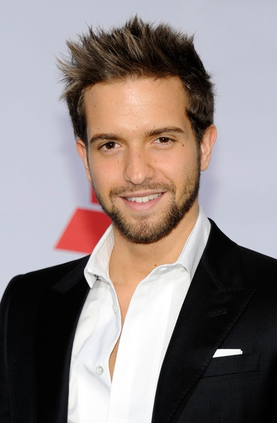 Pablo Alboran - Cover art did him no justice - here I am discovering his good looks months too late :P