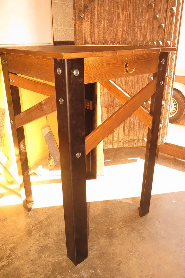 Mesas periqueras (estilo industrial) con patas de metal para el bar el rinconcito