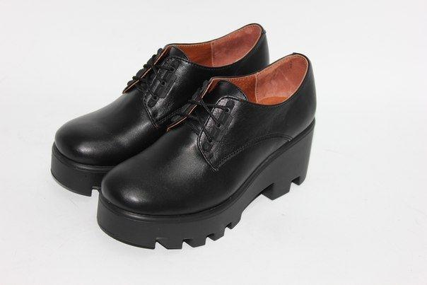 Черные кожаные туфли на тракторной подошве